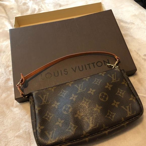 d09fcae0a5fe Louis Vuitton Handbags - Louis Vuitton pouchette